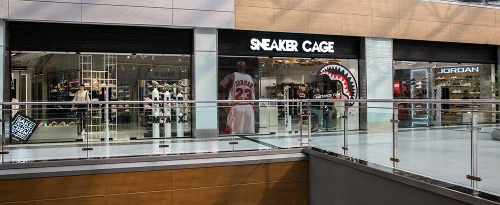 2f8c99127549 Το ΝΕΟ κατάστημα SNEAKER CAGE στο THE MALL ATHENS έρχεται από το μέλλον.