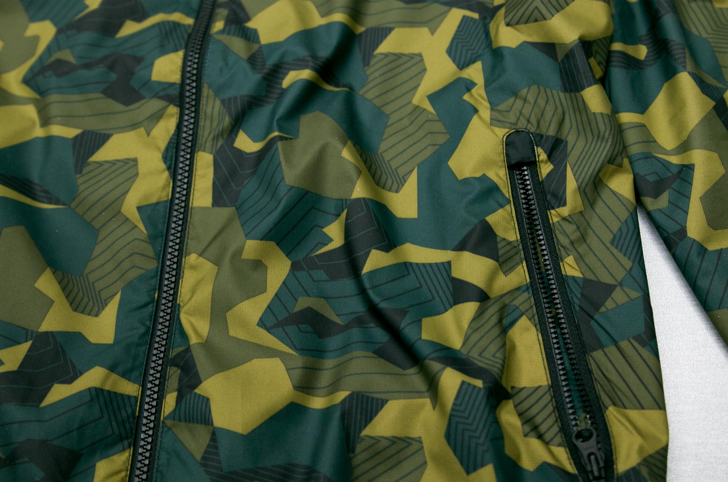 NIKE Badlands Camo Windbreaker In Black AOP 823369-011 Παραλλαγή